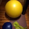 温かい室内で軽めの負荷のトレーニング